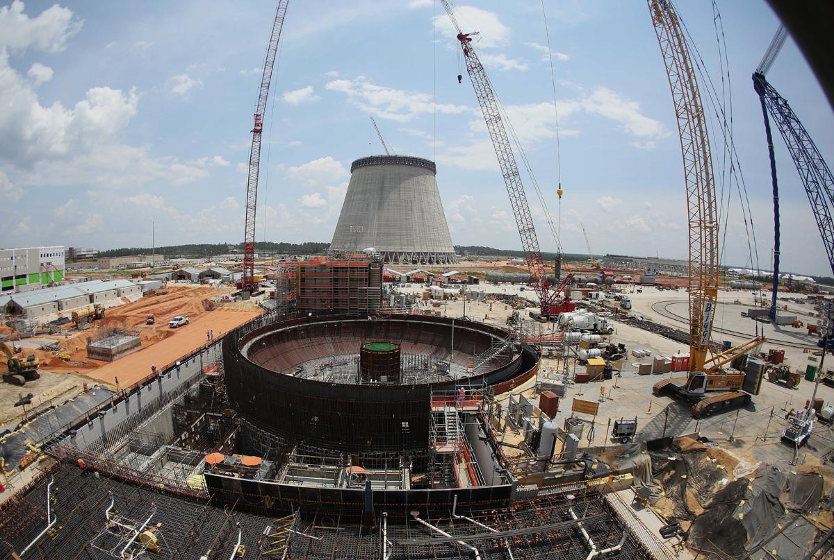 12 Aralık 2014: Vogtle nükleer sahasındaki neredeyse tamamlanmış soğutma kulesi