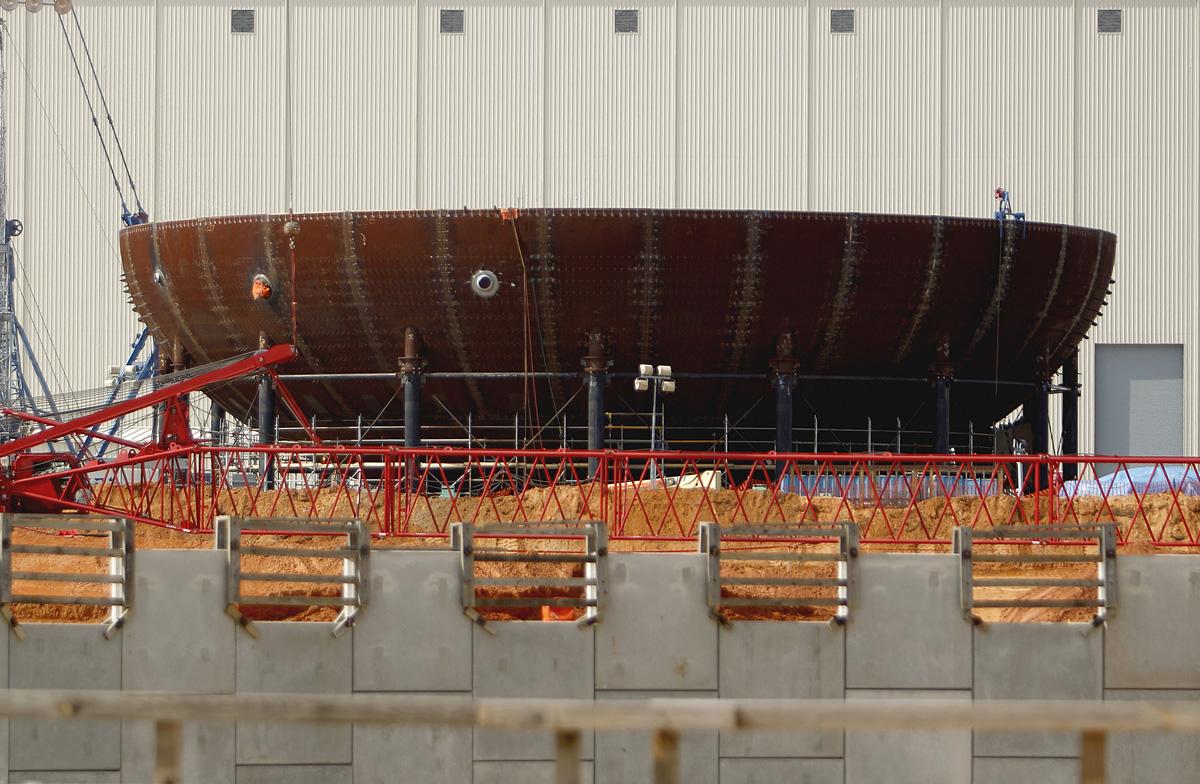 15 Şubat 2012: Ünite 3 yeni muhafaza kabı alt giriş kısmının yakın bir görüntüsü