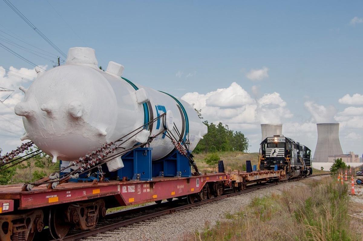 Mayıs 2015: İtalya'da üretilip Mayıs ayında Vogtle nükleer sahasına getirilen 102 tonluk Vogtle Ünite 4 basınçlandırıcı (Pressurizer).